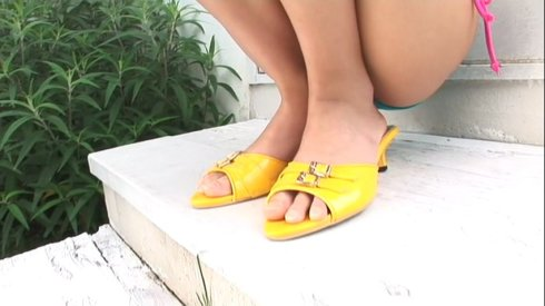 The cutest little yellow sandal heels.